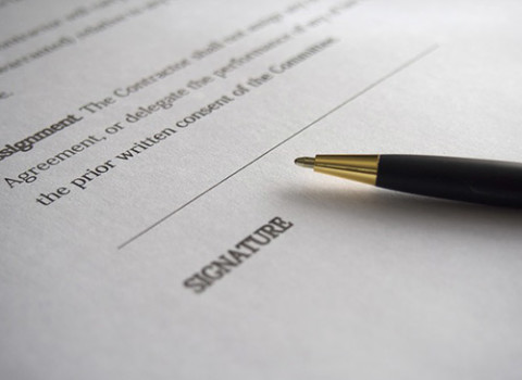 https://pixabay.com/en/business-signature-contract-962364/